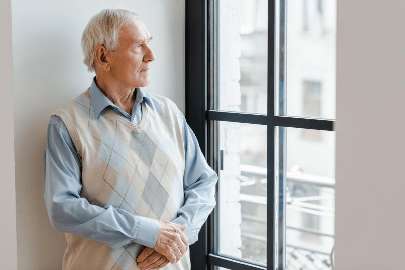 Saiba como fazer idoso se sentir menos sozinho